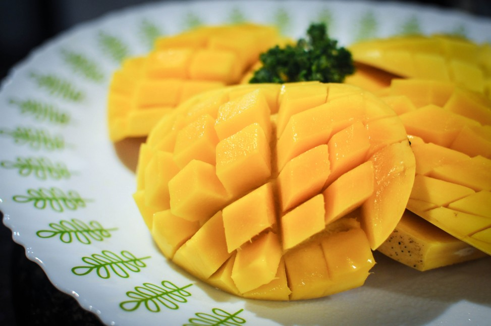 A Platter of fresh Mangoes