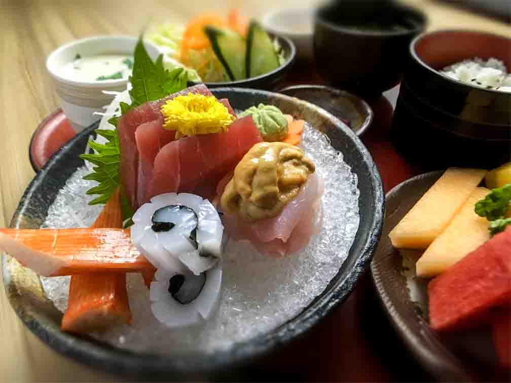 SASHIMI SET -At Kitsho, diners can enjoy their fill of the most mouth-watering sashimi staples.
