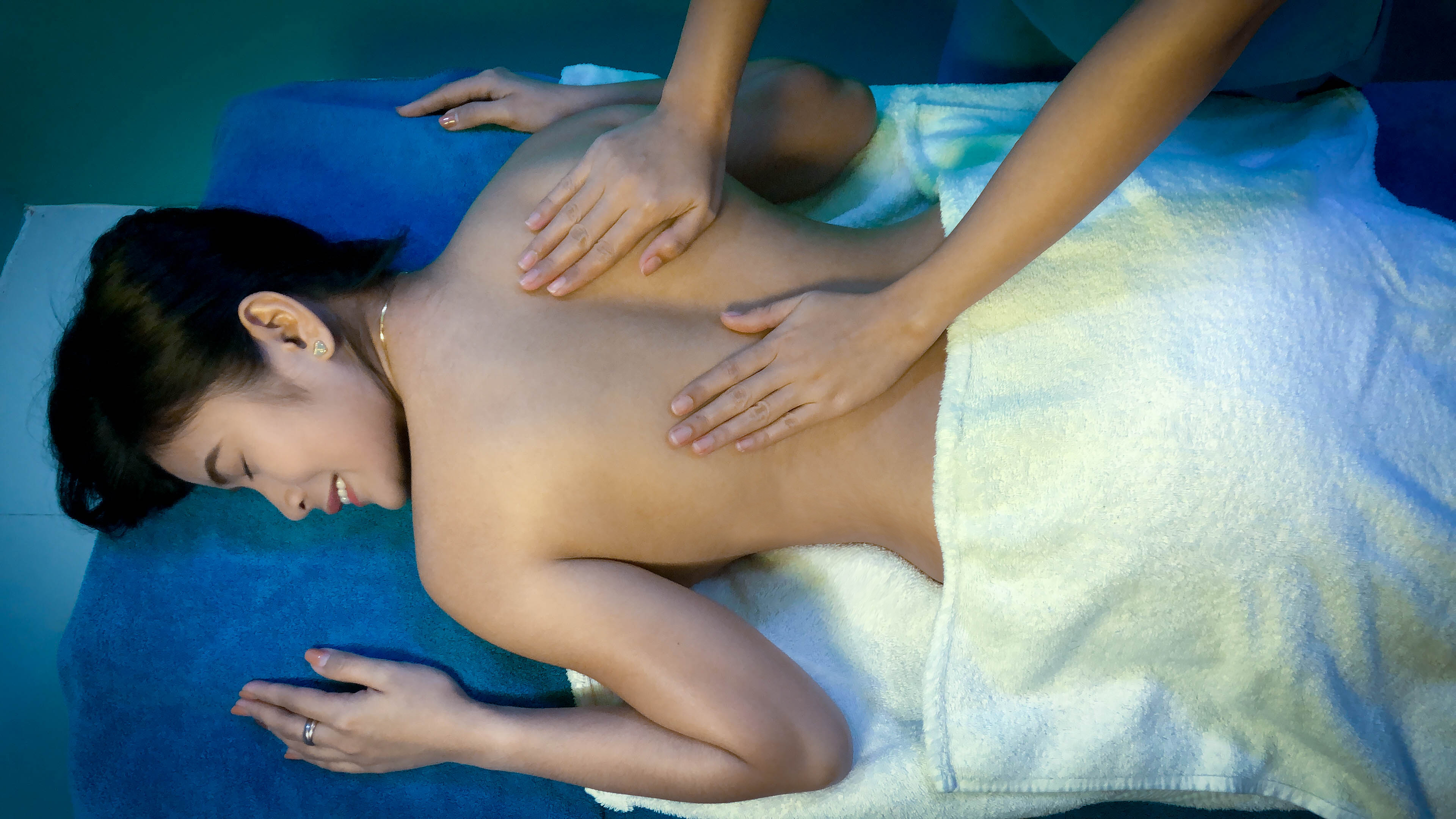 Massages not only eradicate the body's toxins, but also eases out stress from day-to-day routine.